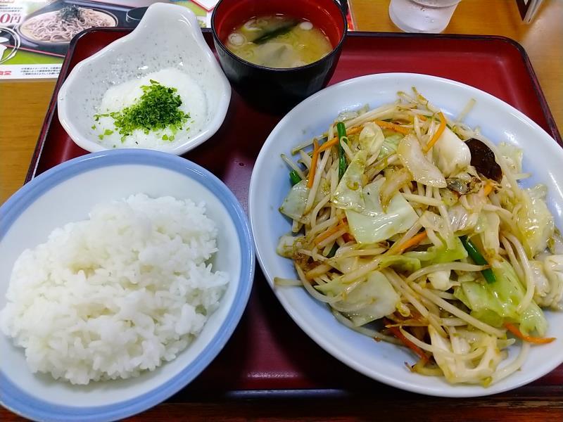 山田うどん食堂の「野菜炒め定食」