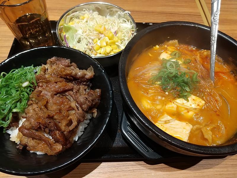 韓丼の「カルビ丼ミニと豚キムチスン豆腐セット」