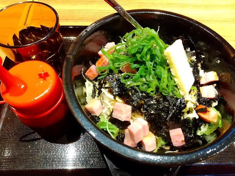 韓丼の「ベーコンバターの石焼ビビンバ」