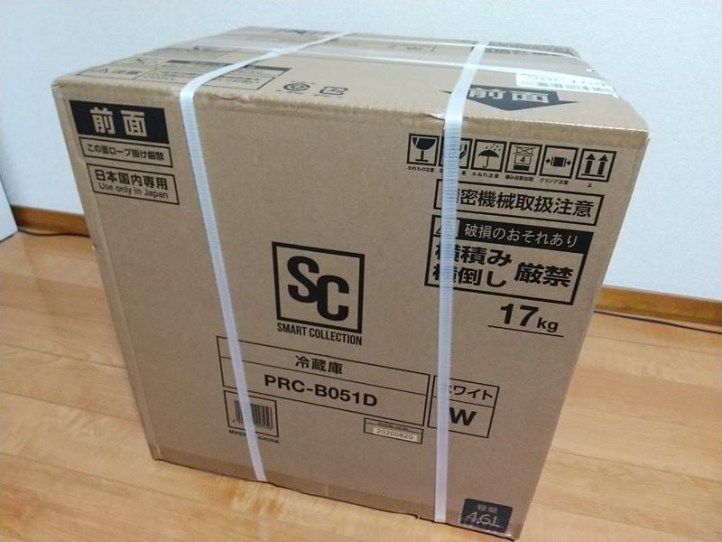 一人暮らし用冷蔵庫「PRC-B051D-W」が入ったダンボール箱