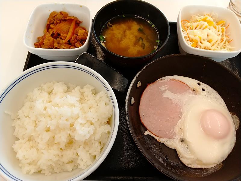 吉野家のハムエッグ牛小鉢定食