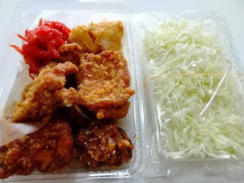 寺田商店の「食べ比べセット(小)」とキャベツ