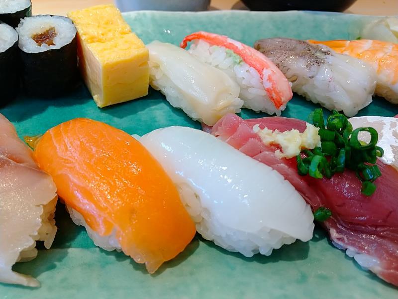 色んなお寿司が味わえるランチ1.5人前
