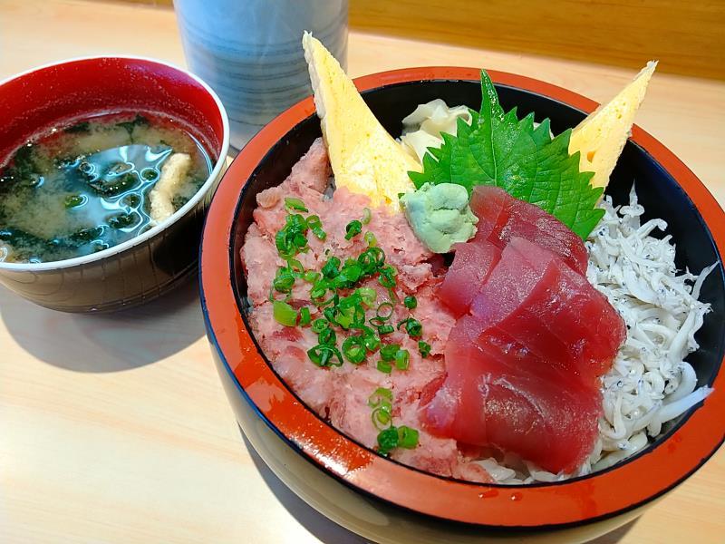 久慈浜みなと寿しの「おすすめ丼」