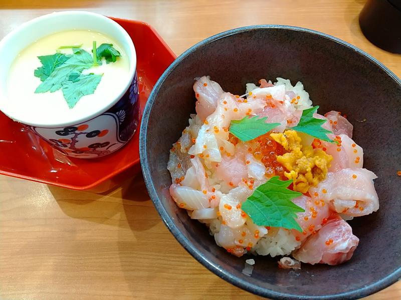 くら寿司の「旬の海鮮丼」